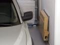 Seinapenkki autotallissa
